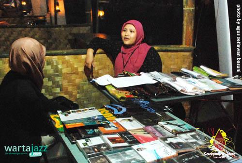 Stand yang menawarkan beragam CD Jazz di Kampoeng Jazz 2009