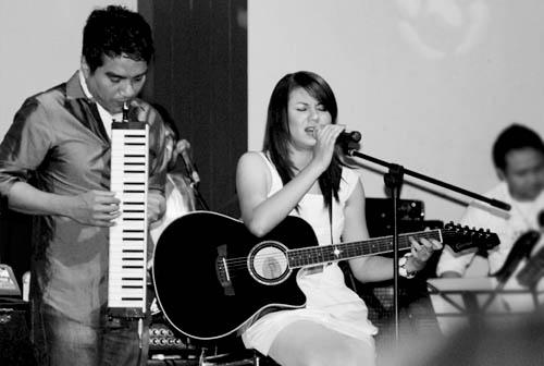 Indra Lesmana & Gaby Indonesian Idol membawakan Renjana
