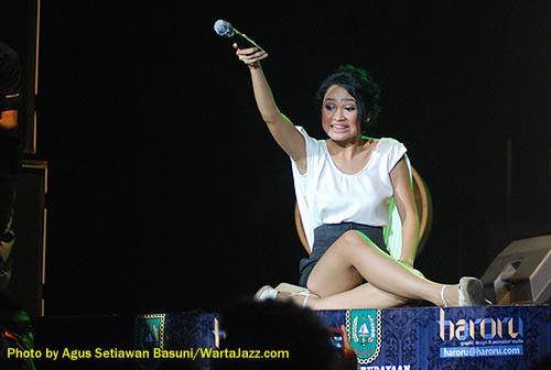 Andien saat tampil di Riau Jazzin Blast 2010