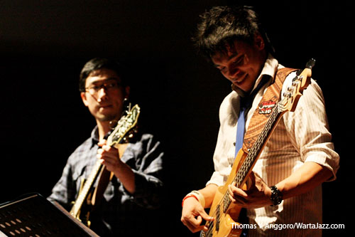 Barry Likumahuwa saat tampil di Serambi Jazz edisi Agustus 2010