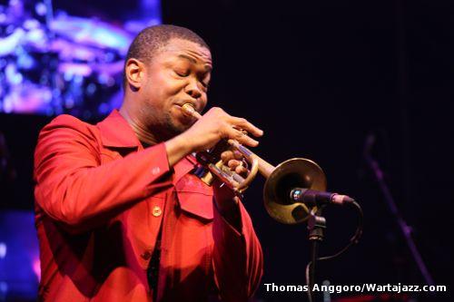 maurice-brown-jazz-icon-on-rise-award-java-jazz-2011.jpg