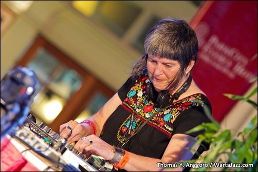 DJ Kate Welshman a.k.a Systa BB - Borneo Jazz 2011
