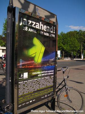 Salah satu iklan JazzAhead2011 didepan Centrum station
