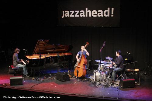 Trichotomy di JazzAhead2011 : Sean Foran, Pat Marchisella dan John Parker
