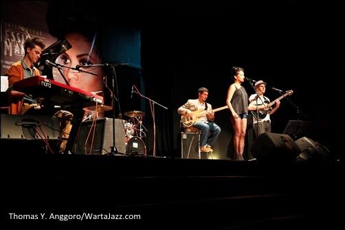 Jessica Manuputty saat konser di Erasmus Huis Jakarta