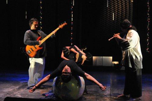 """""""Bumi Marintih"""" pada pentas Jazz Buzz Sabtu lalu (Komunitas Salihara/ Foto: Witjak)"""