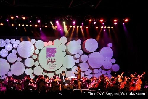 "Photo of Twilite Orchestra meriahkan Djarum Super Mild Java Jazz Festival 2012 lewat konsep ""Symphonic Jazz"""