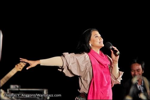 Iga Mawarni - Jazz Gunung 2012