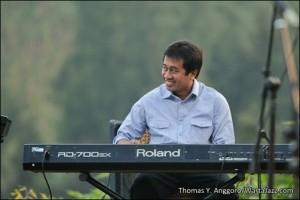 Yohanes Gondo (Gondo Jazz Trio) - Jazz Gunung 2012
