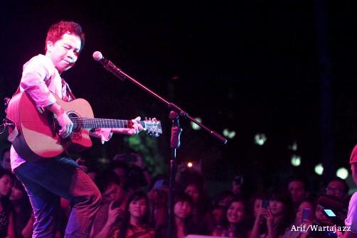 jimbaran-bay-jazz-festival-2012-sandhy-sondoro-penonton-merapat-01.jpg