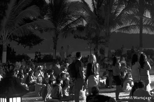 jimbaran-bay-jazz-festival-2012-venue-field-crowd.jpg