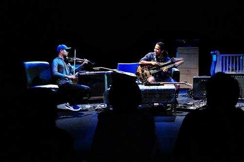 Balawan (gitar) dan Didiet (violin), Teater Salihara Jakarta (Foto: Witjak/Salihara)