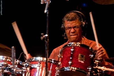 Photo of Jack DeJohnette dianugerahi Lifetime Achievement Award oleh Chicago Music Awards
