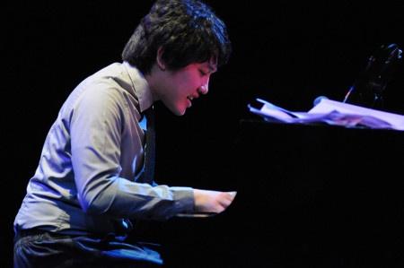 sri-hanuraga-jazz-buzz-salihara-2013.jpg