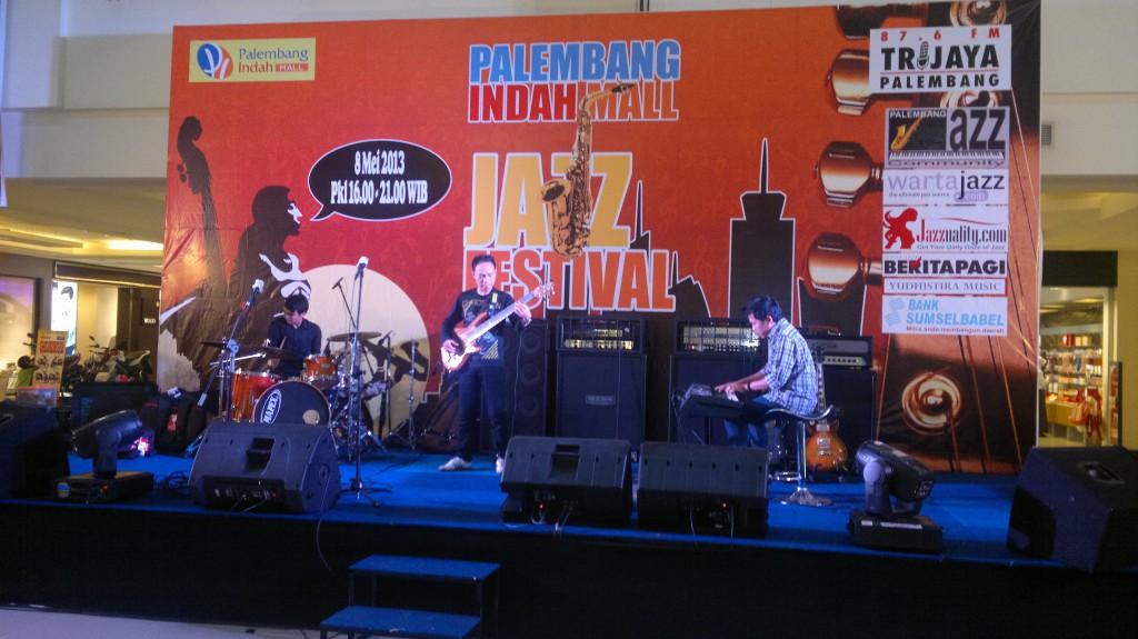 Indro Hardjodikoro di PIM Jazz Festival