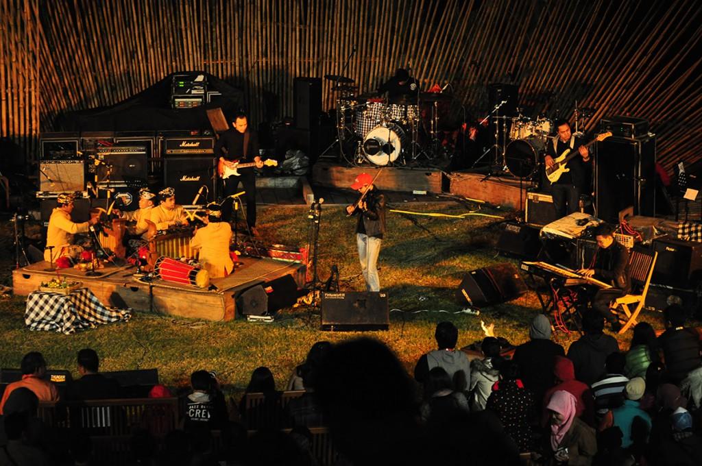 Kulkul band, alunan ethnic fusion di Jazz Gunung 2013 (Photo : Iyori/WJ)