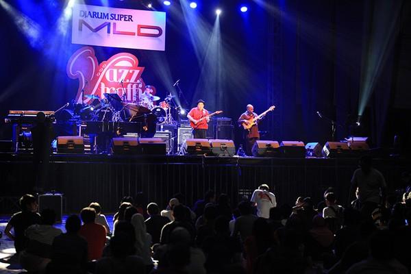 Donny Suhendra tampil Trio