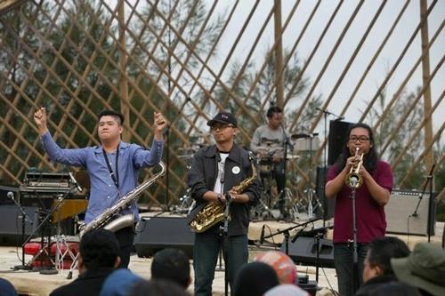 Komunitas Jazz Ngisoringin (foto oleh Jazz Gunung)