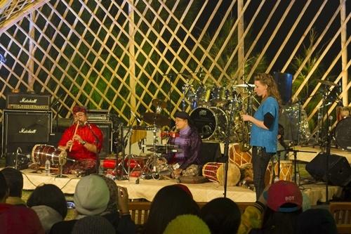 Kolaborasi Nicole Johänntgen bersama Ring of Fire Project, Jazz Gunung 2014 (foto oleh Ari Kurniawati)