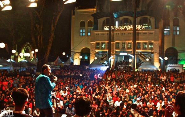 Tulus saat tampil di Ramadhan Jazz Festival 2013