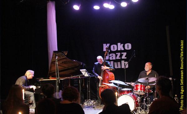 Iiro Rantala (piano), Lars Danielsson (acoustic bass) , Peter Erskine (drums)