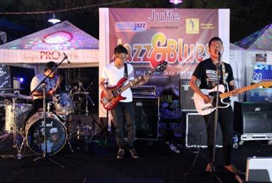 Doni and Bluesman saat Jazz and Blues, road to 3rd Mahakam Jazz Fiesta