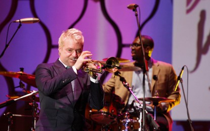 "Tak melulu ""romantis,"" Chris Botti sukses guncang Java Jazz"
