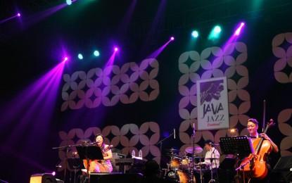 Lisa Ono tampil melenakan di Java Jazz Festival 2015