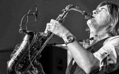 Warren Hill, saksofonis smooth jazz yang persisten