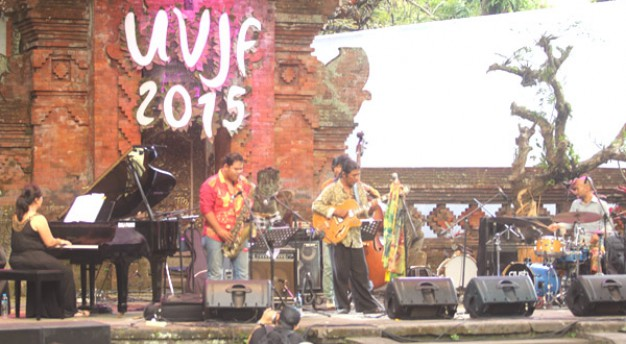 Koko Harsoe tampil menawan di Ubud Village Jazz Festival 2015
