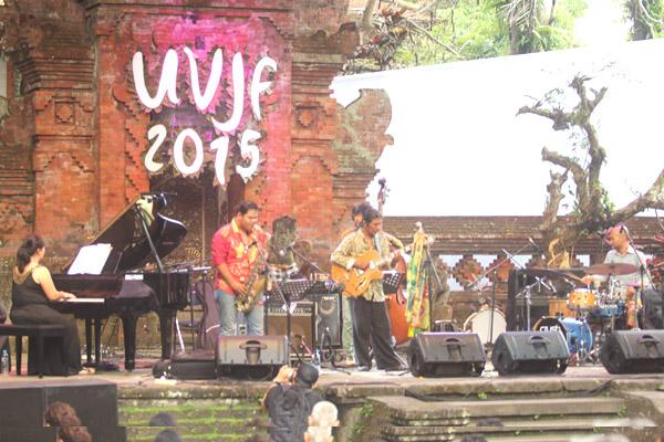 Dari kiri ke kanan Astid, Pram, KokoHarsoe, Indra Gupta, Gustu Brahmantan - UVJF 2015