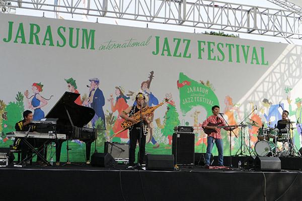 YK Samarinda saat tampil di Jarasum International Jazz Festival 2015