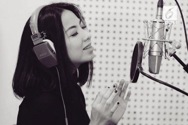 Photo of Interview dengan Amelia Ong, Penyanyi sekaligus Penulis lagu