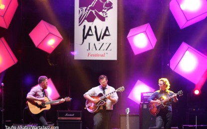 Trio Gitaris manis a la The New West Guitar Group buka Java Jazz Festival 2016