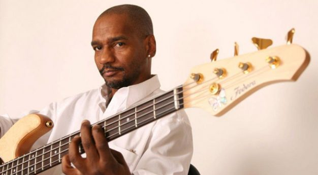 Bassis Victor Bailey tutup usia