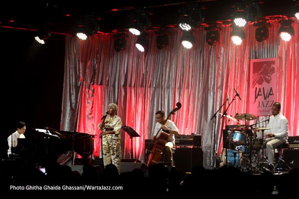 "Photo of Jazz Rasa ""Indonesia"" dari Sri Hanuraga Trio feat. Dira Sugandi"