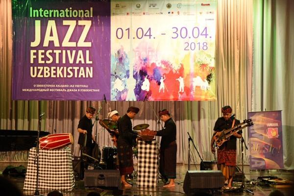 Balawan Batuan Ethnic Fusion tampil di Tashkent, Uzbekistan